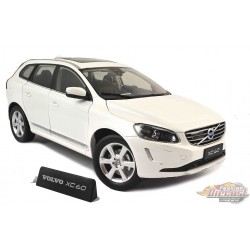 Volvo XC60 - 2015 Crystal White Pear