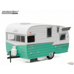 Trailers - Shasta 15ft Airflyte - White and green Greenlight 1/24 18227 Passion Diecast