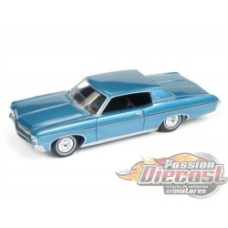 1970 CHEVROLET IMPALA BLEU AUTO WORLD 1:64  - AW64102-A     PASSION DIECAST