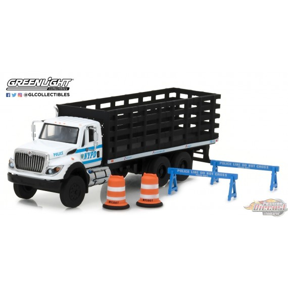 1/64 SD Trucks 3 - 2017 International WorkStar Platform Stake Truck  GL-45030B GREENLIGHT PASSION DIECAST