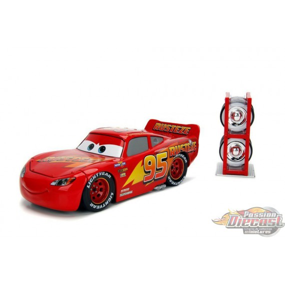Disney Pixar Cars Lightning Mcqueen With Extra Tire Rack 1