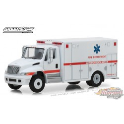 2013 International Durastar Ambulance  .D. Trucks Series 14- Greenlight  1/64 33140B