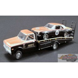SMOKEY YUNICK - CHEVROLET C-30 RAMP TRUCK WITH no 13 1967 TRANS-AM CAMARO  Acme1/64  51164 Passion Diecast