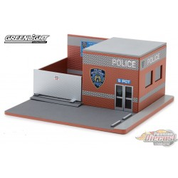 Mechanic's Corner 4 -Hot Pursuit Central Command - NYPD Greenlight 1/64 57042 Passion Diecast