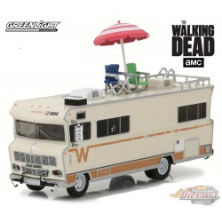 1973 Winnebago Chieftain with Umbrella & Camping Chairs  The Walking Dead Greenlight 1.64 33100 B Passion Diecast