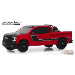 2019 Chevrolet Silverado in Red with Safety Equipment  -  (Hobby Exclusive) 1/64 Greenlight 30087 Passion Diecast