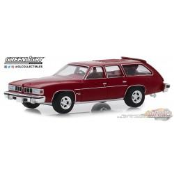 1976 Pontiac Grand LeMans Safari Wagon in Red  Estate Wagons Series 4 - 1/64  Greenlight 29970 E Passion Diecast