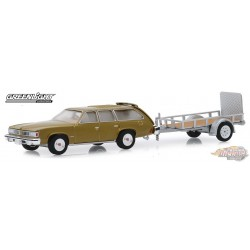 1977 Pontiac LeMans Safari with Utility Trailer  Hitch & Tow Series 18 Greenlight  1-64 - 32180 A Passion Diecast