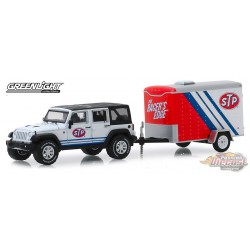 2015 Jeep Wrangler Unlimited with STP Small Cargo Trailer  Hitch & Tow Series 18 Greenlight  1-64 - 32180 B Passion Diecast