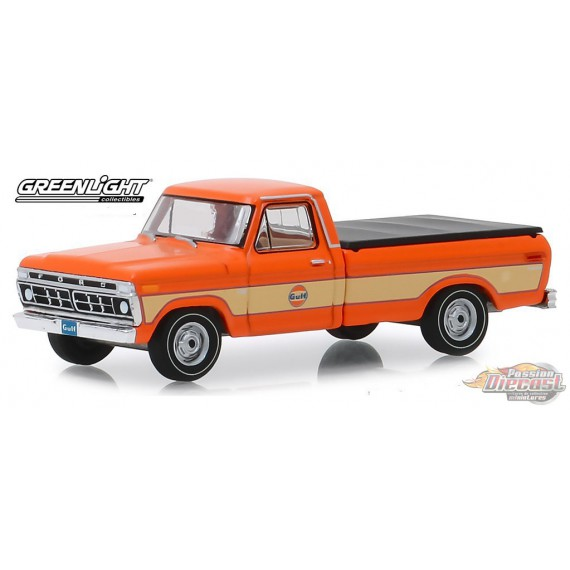 1976 Ford F-100 with Bed Cover - Gulf Oil   Running on Empty Series 9  greenlight 1-64  - 41090 E  Passion Diecast