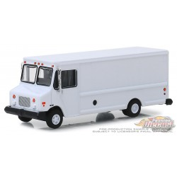 GMC Step Van Delivery Vehicle- in Blank White - H.D. Trucks  Hobby Exclusive 1/64 Greenlight 30097 Passion Diecast