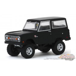 1968 Ford Icon Bronco   Mecum Auctions Series 4, 1-64 greenlight 37190 B    Passion Diecast