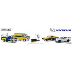Michelin Service Center - Multi-Car Diorama - 1-64  greenlight  58049  Passion Diecast