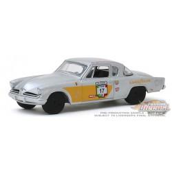 1953 Studebaker Commander no 17 - La Carrera Panamericana   2  - Greenlight 1-64  -  13260 A