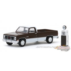 1984 GMC 2500 High Sierra with Vintage Gas Pump - Hobby Shop Series 8 - 1/64 Greenlight-  97080 D - Passion Diecast
