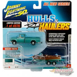 International  Truck 1965 & Wood Boat - Hulls & Haulers - Johnny Lightning  1:64 - JLSP071 -  Passion Diecast