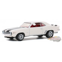 1969 Chevrolet Camaro Z/28 in Dover White - GL Muscle Series 23 - 1-64  greenlight  - 13270 C  - Passion Diecast