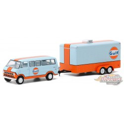 1972 Ford Club Wagon Gulf Oil with Enclosed Car Hauler - Hitch & Tow 20, 1/64 Greenlight - 32200 B  - Passion Diecast