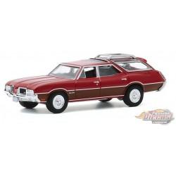 1971 Oldsmobile Vista Cruiser Matador Red   - Estate Wagons Series 5 - 1/64  Greenlight - 29990 D  - Passion Diecast