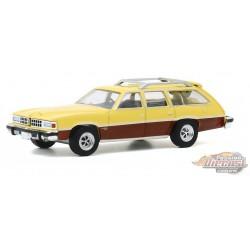 1977 Pontiac Grand LeMans Safari Goldenrod Yellow   - Estate Wagons Series 5 - 1/64  Greenlight - 29990 E  - Passion Diecast