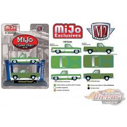 2x 1975 Chevrolet Silverado SQUAREBODY - Mijo Speed Shop with 4 post Lift - M2 Machines 1:64 - 33000-MJS01 -  Passion Diecast
