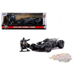 Justice League - Batmobile  with Batman Figure - Hollywood Rides - Jada 1:32  - 31706  Passion Diecast