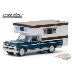 1969 Chevrolet C10 Cheyenne with Large Camper - greenlight 1/64 Hobby Exclusif - 30121  - Passion Diecast