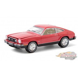 1976 Ford T5 - Bright Red (Vermilion) - greenlight 1/64  Hobby Exclusive - 30204  -  Passion Diecast
