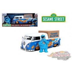 Sesame Street - 1962 Volkswagen Bus &  Cookie Monster  figure -  Jada 1/24 - 31751 - Passion Diecast