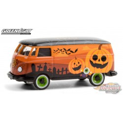 Volkswagen Type 2 Panel Van -  Halloween 2020 - Chinese Zodiac -  Hobby Exclusive 1/64 Greenlight - 30220  - Passion Diecast