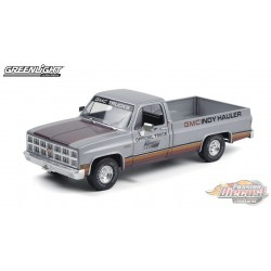 1981 GMC Sierra Classic 1500 65th Annual Indianapolis 500  Official Truck   - 1/18  Greenlight 13563