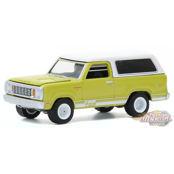 1977 Dodge Macho Ramcharger 4x4   - All-Terrain Series 10  1-64 greenlight 35170 B  - Passion Diecast