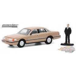 1992 Ford Crown Victoria LX with Man in Suit - The Hobby Shop Series 9 -  1/64 Greenligh t-  97090 E - Passion Diecast