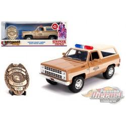 "Hopper's Chevrolet Blazer / Police Badge ""Hawkins Police Dept."" ""Stranger Things"" -  JADA 1/24 -  31111 -  Passion Diecast"