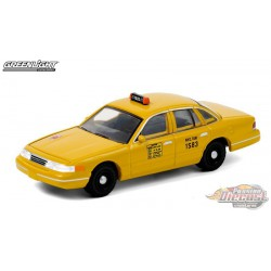 1975 Ford Torino - NYC Taxi  -  (Hobby Exclusive) 1/64 Greenlight 30058 - Passion Diecast