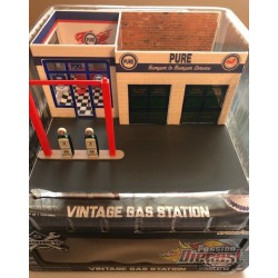 Mechanic's Corner 3 - Gas Station - Pure Oil 1:64 GREENMACHINE  57031GR