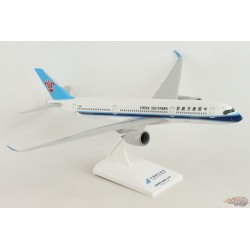 China Southern AIRBUS A350-900 - SKYMARKS 1/200 SKR1055 Passion Diecast