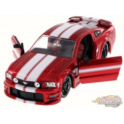 2006 Ford Mustang GT Red with white stripe -  Jada 1/24 - 90658 RD - Passion Diecast