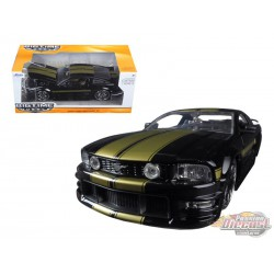 2006 Ford Mustang GT Black with Gold stripe -  Jada 1/24 - 90658 BK - Passion Diecast