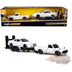 1973 Datsun 620 Pickup  White  with Nissan Skyline GT-R R34  White and Flatbed Trailer - Maisto 1.24 - 32754  - Passion Diecast