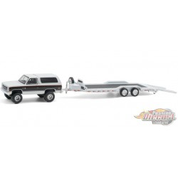 1983 GMC Jimmy Sierra Classic and Heavy Duty Car Hauler- Hitch & Tow 21, 1/64 Greenlight - 32210 A - Passion  Diecast