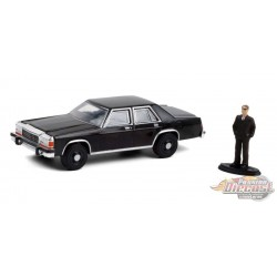 1987 Ford LTD Crown Victoria  with Man in Black Suit - The Hobby Shop Series 10 - 1/64 Greenligt -  97100 E