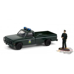 1986 Chevrolet M1008 with Enforcement Officer Figure - The Hobby Shop Series 10 - 1/64 Greenlight - 97100 D