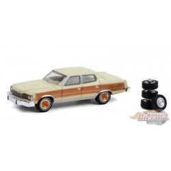 1978 AMC Matador Barcelona with Spare Tires - The Hobby Shop Series 10 - 1/64 Greenlight - 97100 C