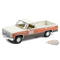 1983 GMC Sierra Classic 1500 67th Annual Indianapolis 500 Mile Race Official Truck  - 1/18  Greenlight 13564