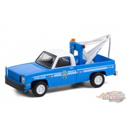 1987 GMC Sierra K2500 with Drop in Tow Hook - - New York City Police Dept (NYPD) - Hobby Exclusive -1/64 Greenlight - 30236