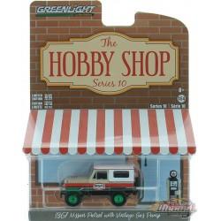 1967 Nissan Patrol - Texaco et Vintage Texaco Gas - The Hobby Shop Series 10 - 1/64 Greenlight - 97100 AGR Passion Diecast