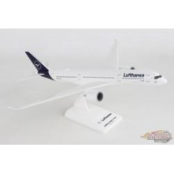 Lufthansa Airbus A350-900 / D-AXEM / Skymarks 1/200 SKR1027