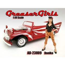 Danika Greasers Girls    AMERICAN DIORAMA 1:18 AD 23809   Passion Diecast